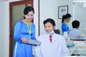 Bác sĩ và nhân viên của nha khoa Sài Gòn B.H