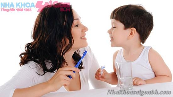 Chăm sóc răng trẻ em như thế nào