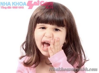 Phải làm gì khi trẻ bị đau răng