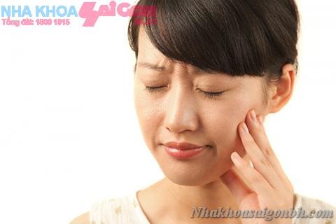 Bị đau nhức vì viêm lợi trùm, làm sao cải thiện?