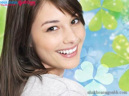 Trồng răng giả như thế nào để cải thiện móm?