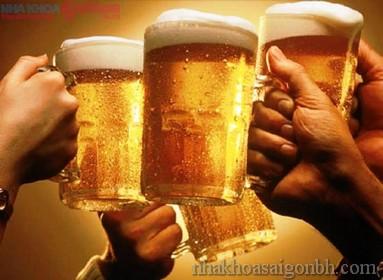 Bia, rượu là một trong những nguyên nhân gây ra nghiến răng