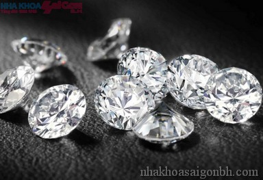 Xu hướng thẩm mỹ đính kim cương lên răng