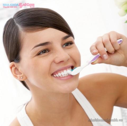 vệ sinh răng miệng sau khi lấy cao răng