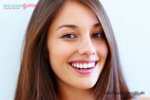 tẩy trắng răng tại nhà mang tại nụ cười rạng rỡ