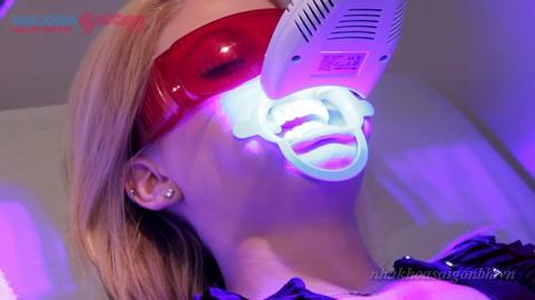 Tẩy trắng răng có làm yếu răng hay không?