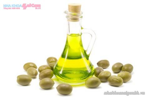 dầu oliu giúp răng trắng sáng hơn