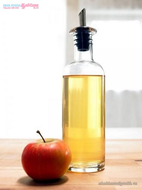 giấm táo giúp răng trắng sáng hơn