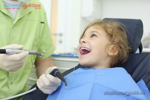 lấy cao răng cho trẻ giúp bảo vệ răng