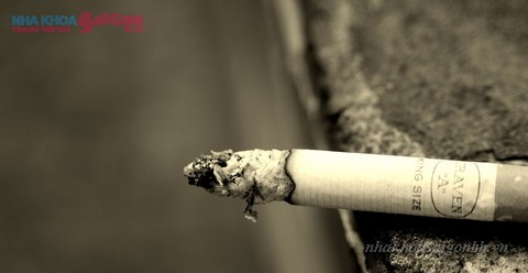 không nên hút thuốc lá sau khi bọc răng sứ