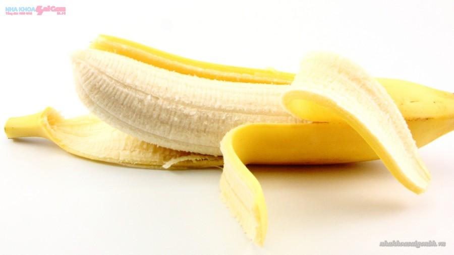 Dùng vỏ chuối để tẩy trắng răng có hiệu quả không?
