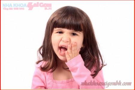 Có cần phải nhổ bỏ răng sữa bị sâu không?
