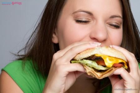 ăn uống nhiều thực phẩm có màu làm răng dễ ố vàng
