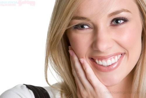 Tẩy trắng răng không ê buốt với Brite Smile
