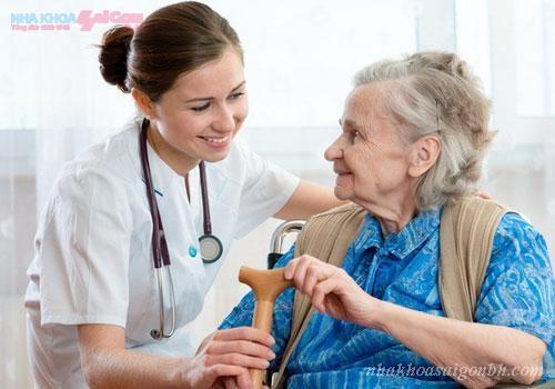Cấy ghép implant cho người bị cao huyết áp