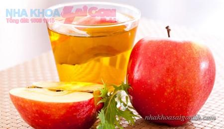 giấm táo giúp làm trắng răng
