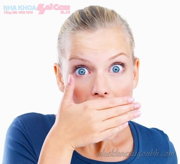 Bệnh sâu răng có gây ra hôi miệng hay không?