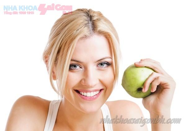 trị hôi miệng với táo