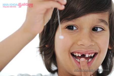 Nhổ răng cho em bé và nguyên tắc 3 không