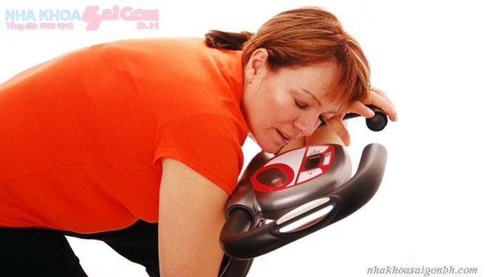 Sau khi cấy ghép implant có nên tập thể dục không?