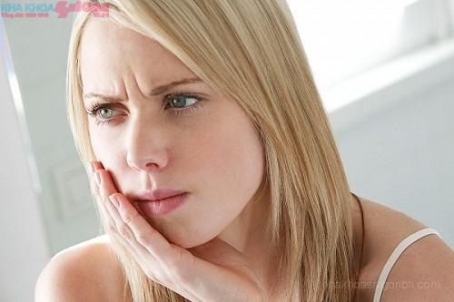 Cách khắc phục hôi miệng do trồng răng giả