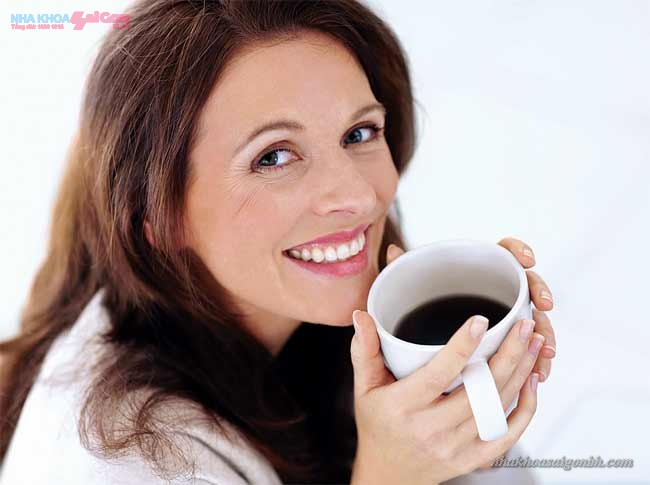 tác hại của cafe sau khi tẩy trắng răng