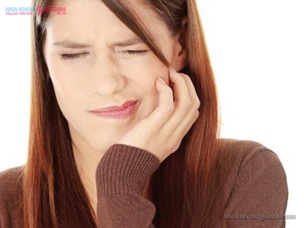 tẩy trắng răng với chanh gây ê buốt