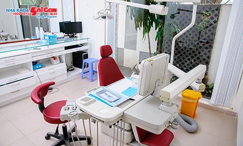 • Phòng mổ: Với ghế máy nha đặc biệt, hệ thống đèn mổ cao cấp, màn hình nối mạng với máy CT-cone beam hướng dẫn ê kíp mổ đạt kết quả tối ưu