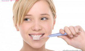 Nguyên nhân và cách khắc phục tình trạng chảy máu khi đánh răng