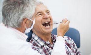 Những điều cần biết khi trồng răng cho người già